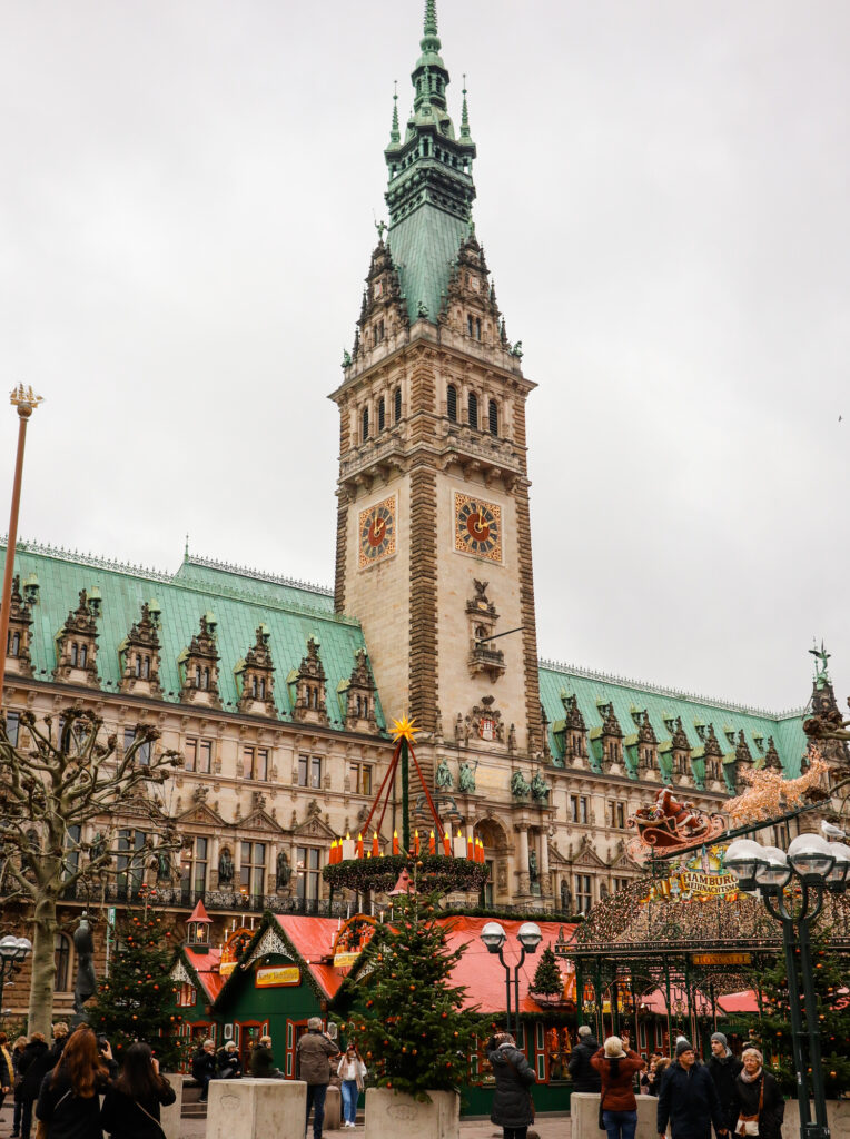 Christmas markets in front of the Hamburg Rathaus